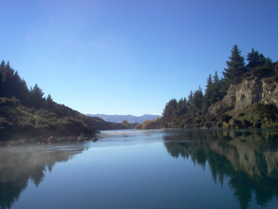 the_mouth_of_the_mighty_clutha_river_wanaka_autumn_400